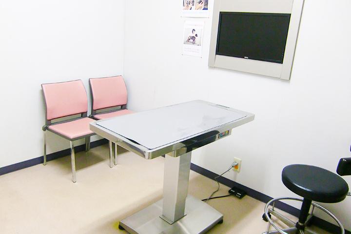 3つの診察室で複数の獣医師が診察にあたっています。長時間お待たせすることがないように心がけています。